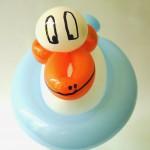 Ballontier Ente auf dem Wasser