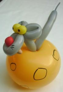 Luftballontier Maus im Käse