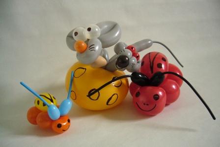Luftballonfiguren im Autohaus mit Cordula und Rüdiger Paulsen
